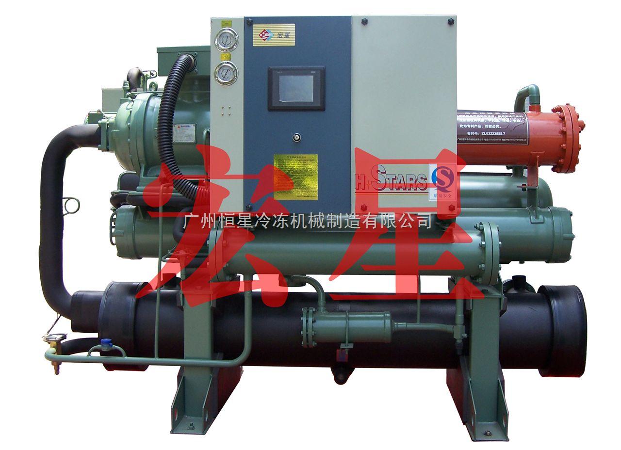 热回收水冷螺杆式低温冷水机组特点: 1、节能环保:依靠机组制冷时产生的余热制取热水,完全不耗能,并且无任何排放污染; 2、安全可靠:机组可取代锅炉、电加热器等有安全隐患的制热 3、节约成本:利用余热回收,热水产生费用零成本; 4、运行费用低:提高机组效率,改善工作条件,节约机组运行费用; 5、智能控制:全自动微电脑控制,无需人工监控,可实现远程或集中管理。